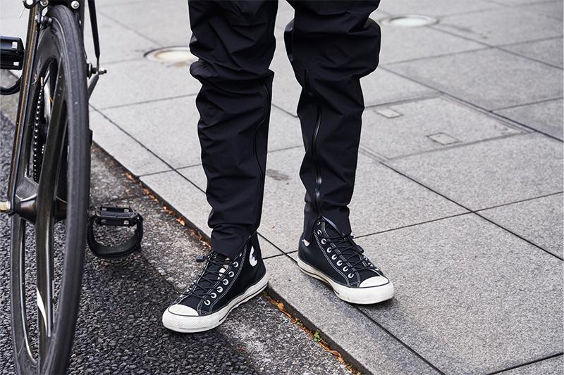 ゴアテックス使用のコンバースとタイガリオナのジョッパーズパンツはともに防水性が高い