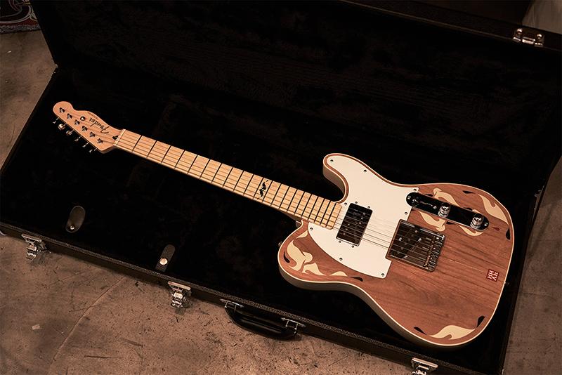 フェンダージャパン製のテレキャスター。これは世界限定15本の貴重なギターとのこと。