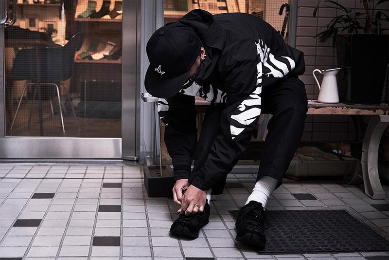 「足入れがスムースで気持ちがいい」とTAIGALIONAの足袋スニーカーも愛用